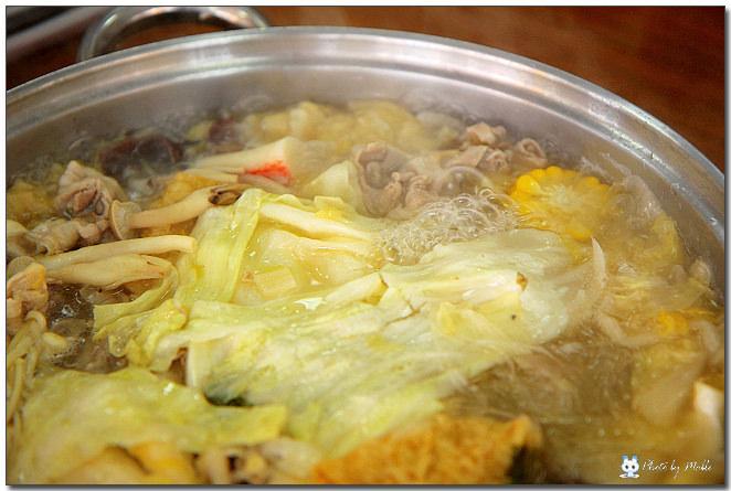 鄉園東北酸白菜火鍋