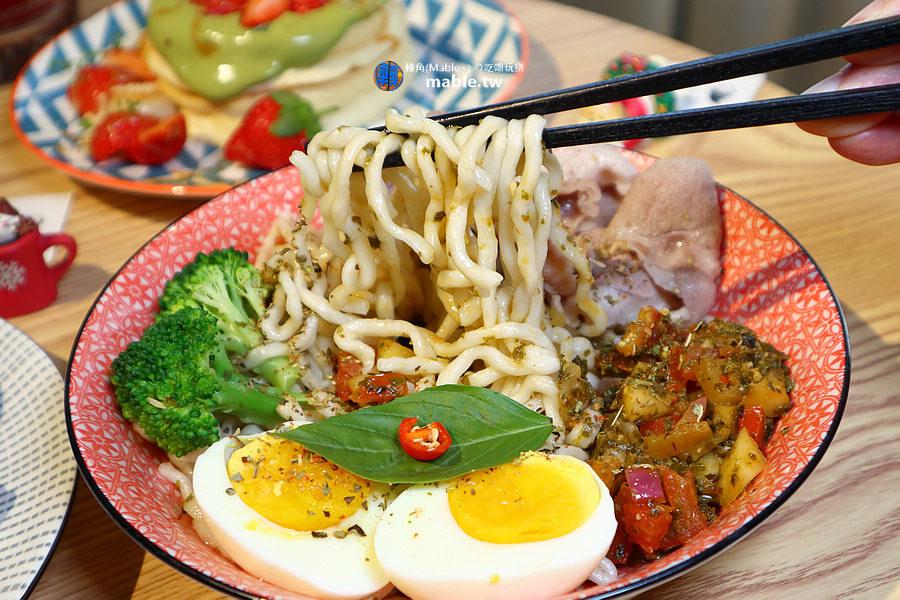 魚&吉 高雄逍遙園旁好吃舒芙蕾 拌麵